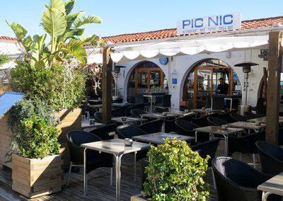 Pic Nic Restaurant Facade